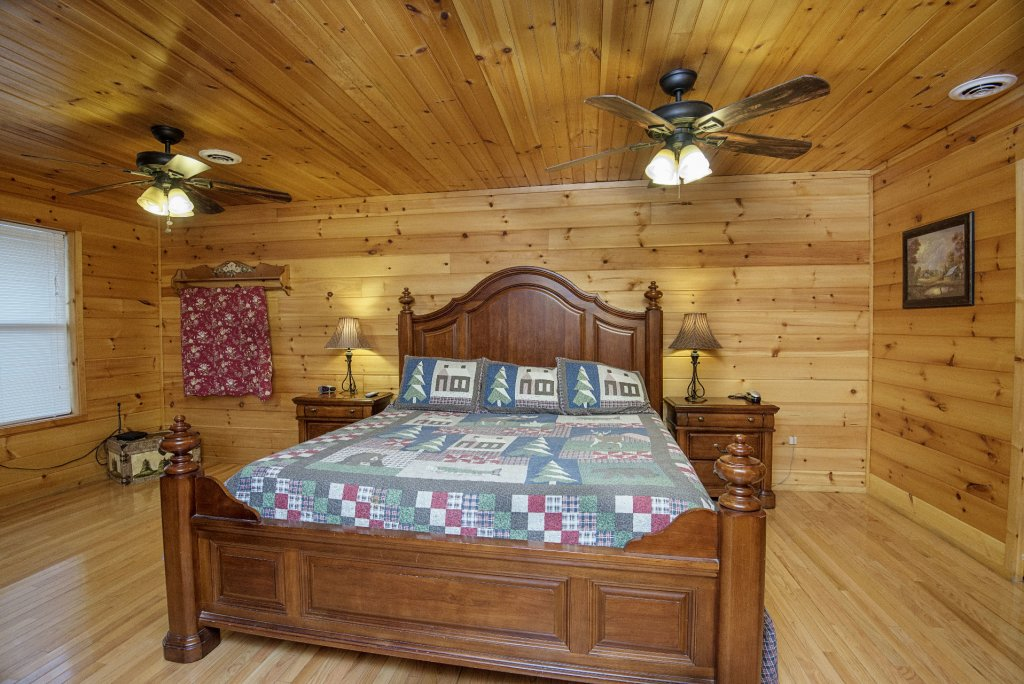 Photo of a Gatlinburg Cabin named Homespun Hospitality - This is the thirteenth photo in the set.
