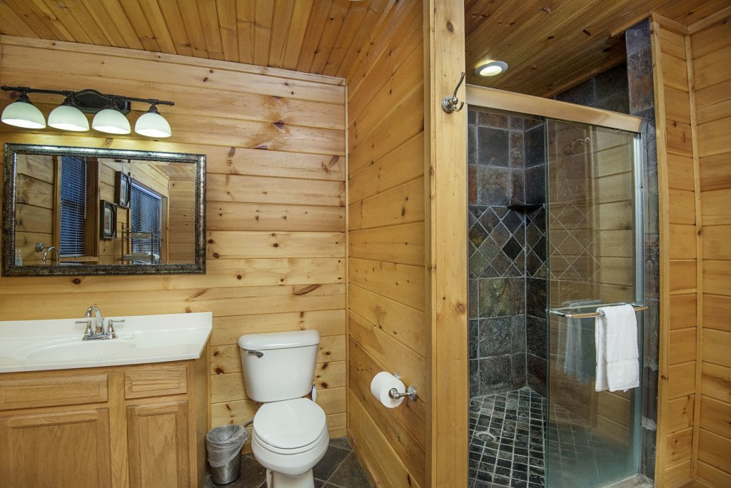 Photo of a Gatlinburg Cabin named Homespun Hospitality - This is the eighteenth photo in the set.