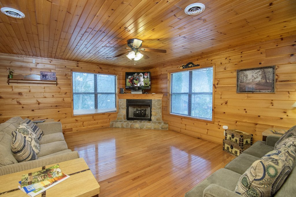 Photo of a Gatlinburg Cabin named Homespun Hospitality - This is the third photo in the set.