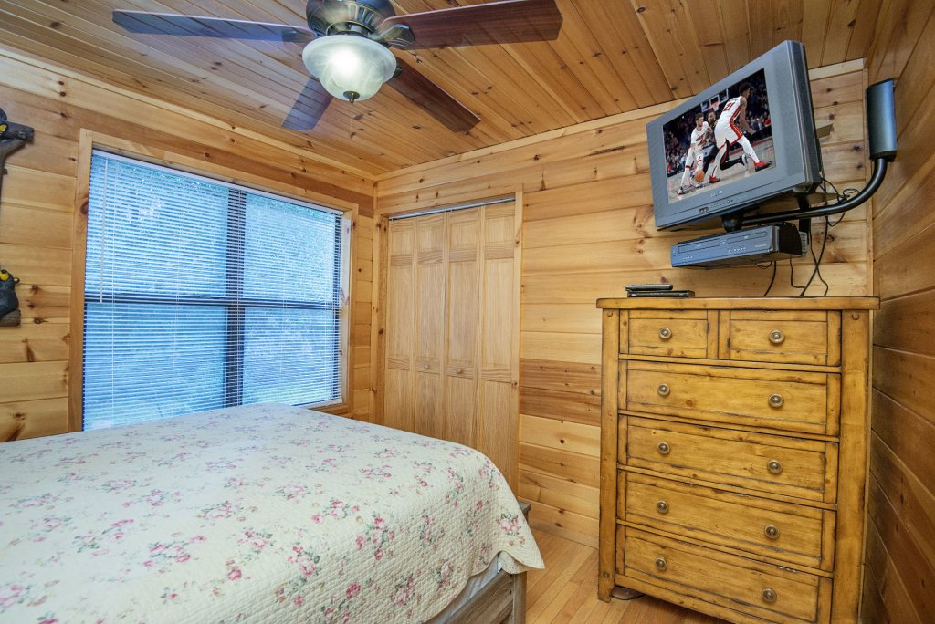 Photo of a Gatlinburg Cabin named Homespun Hospitality - This is the twelfth photo in the set.