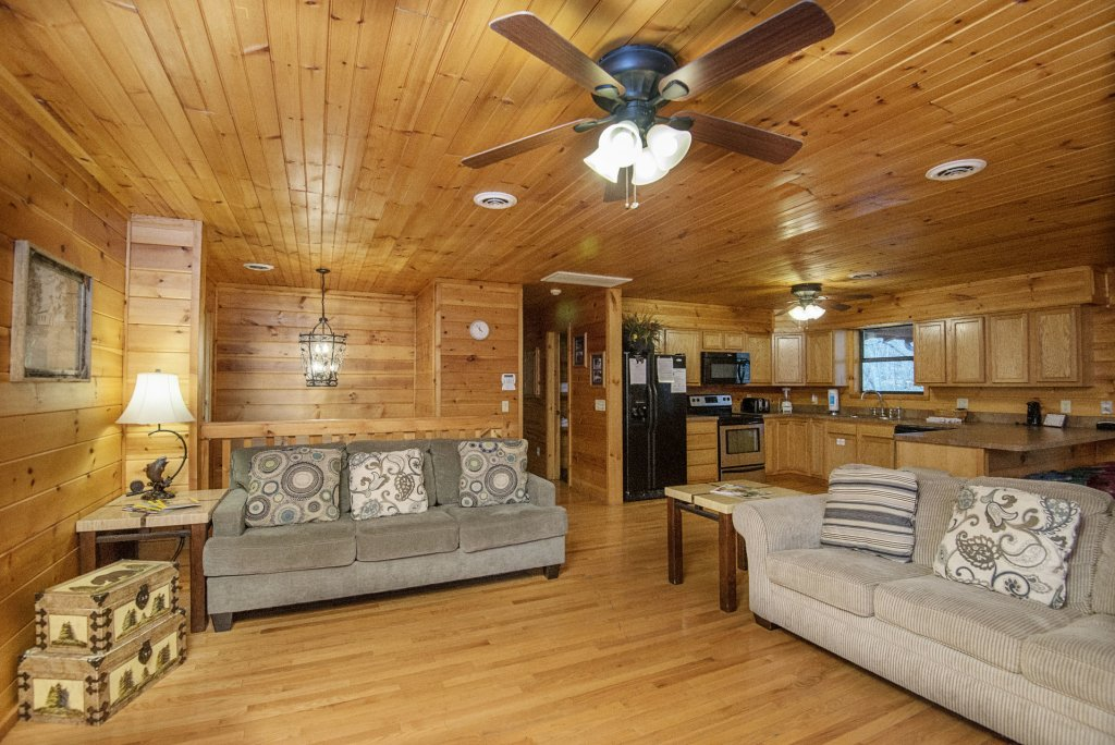 Photo of a Gatlinburg Cabin named Homespun Hospitality - This is the fifth photo in the set.