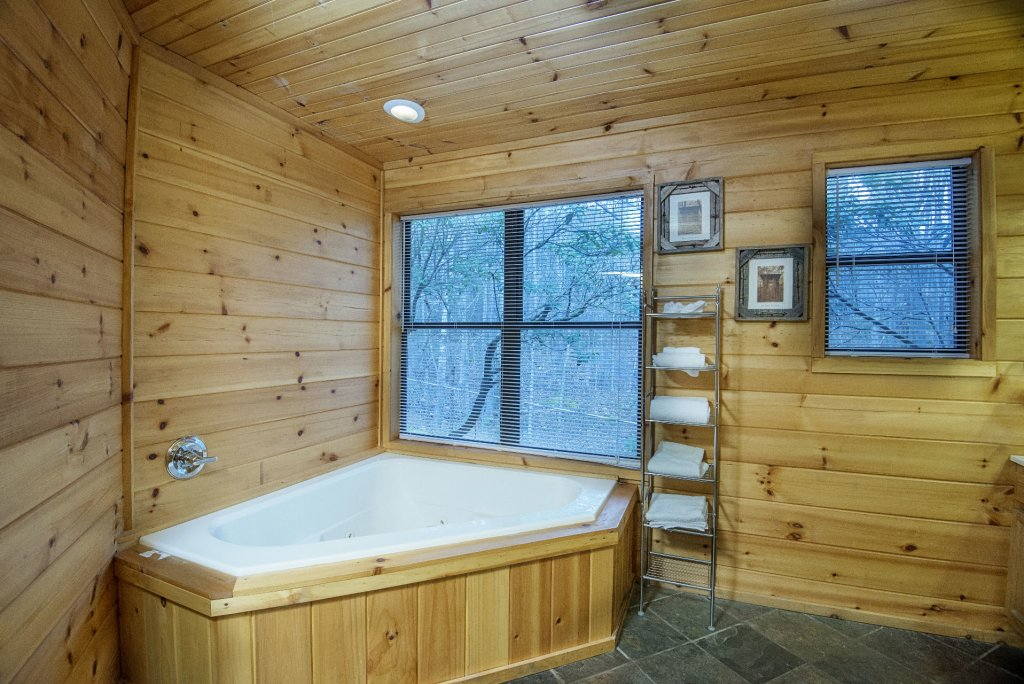 Photo of a Gatlinburg Cabin named Homespun Hospitality - This is the seventeenth photo in the set.