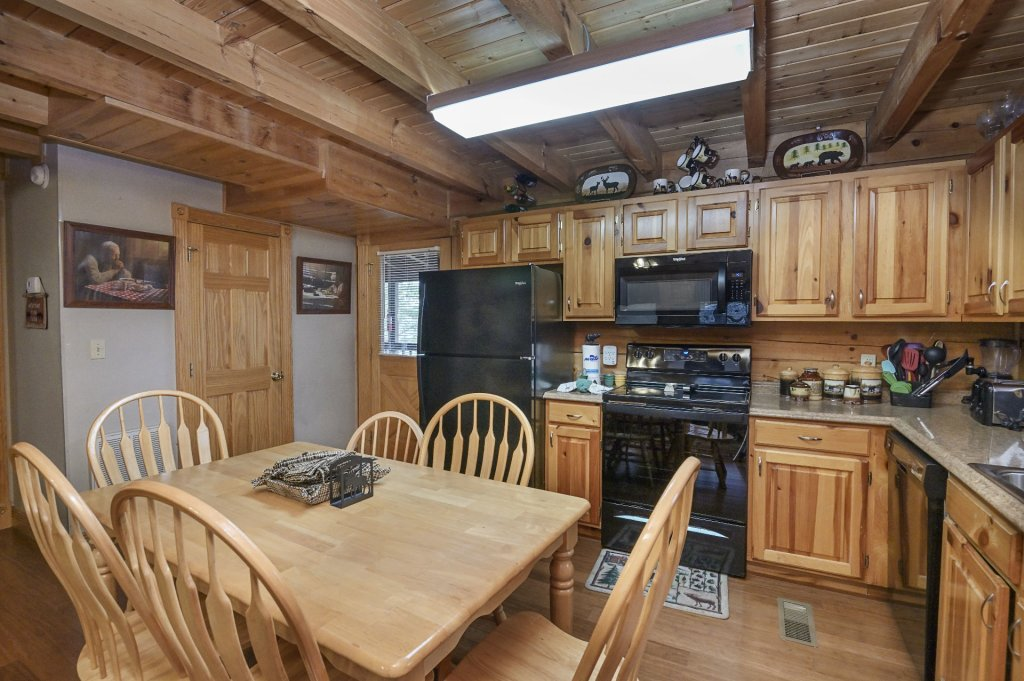 Photo of a Pigeon Forge Cabin named  Making Memories - This is the fifth photo in the set.