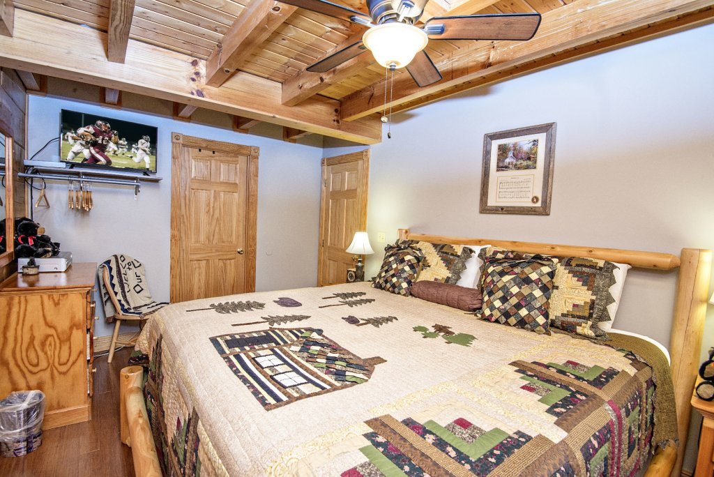 Photo of a Pigeon Forge Cabin named  Making Memories - This is the twenty-first photo in the set.