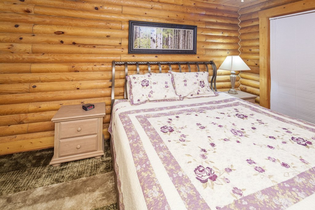Photo of a Pigeon Forge Cabin named  Mountain Majesty - This is the eighteenth photo in the set.