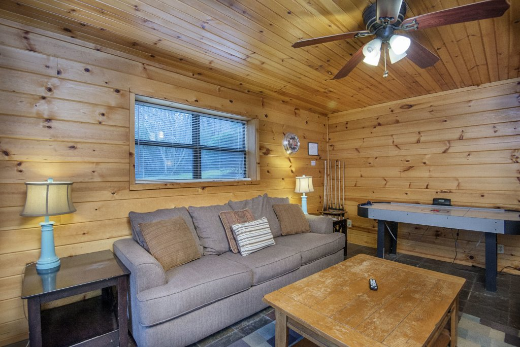 Photo of a Gatlinburg Cabin named Homespun Hospitality - This is the twentieth photo in the set.