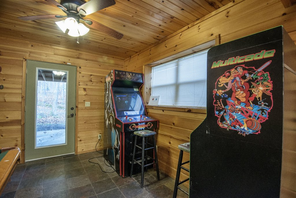 Photo of a Gatlinburg Cabin named Homespun Hospitality - This is the twenty-second photo in the set.
