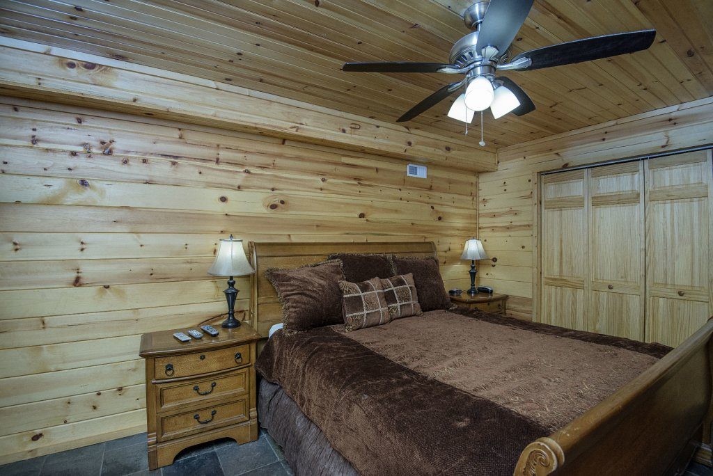 Photo of a Gatlinburg Cabin named Homespun Hospitality - This is the thirtieth photo in the set.