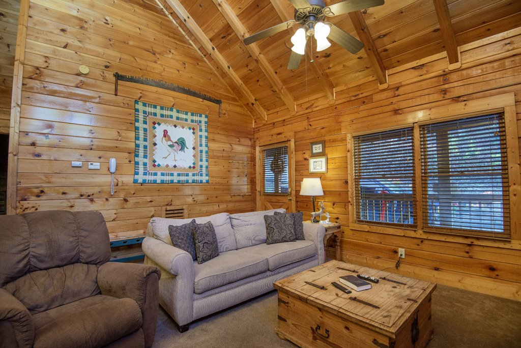 Photo of a Pigeon Forge Cabin named  Smooth Landing - This is the third photo in the set.