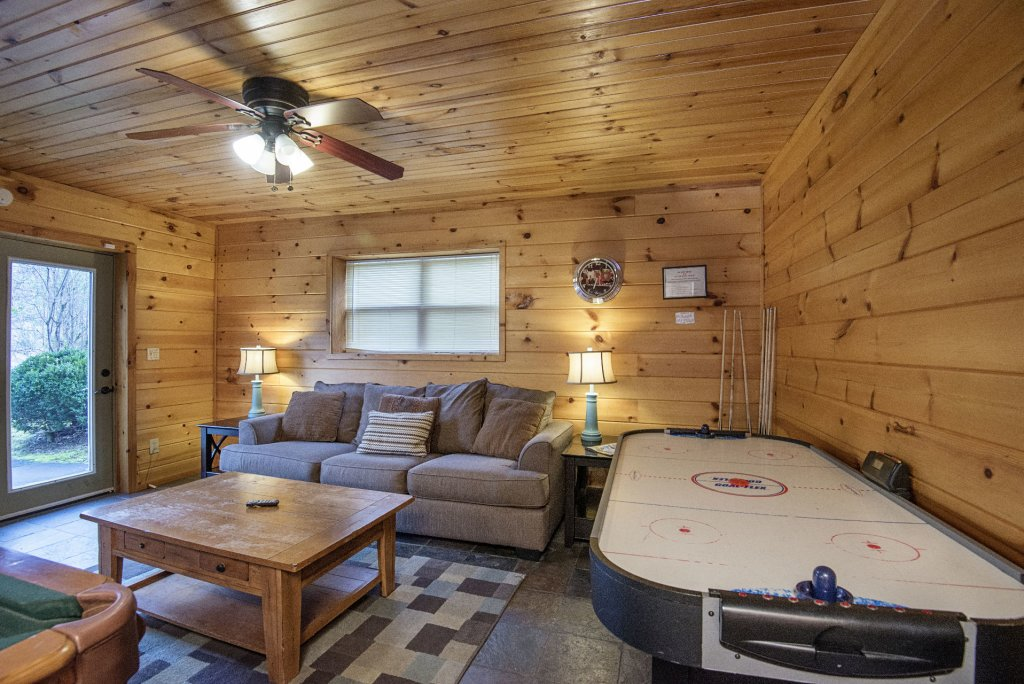 Photo of a Gatlinburg Cabin named Homespun Hospitality - This is the nineteenth photo in the set.