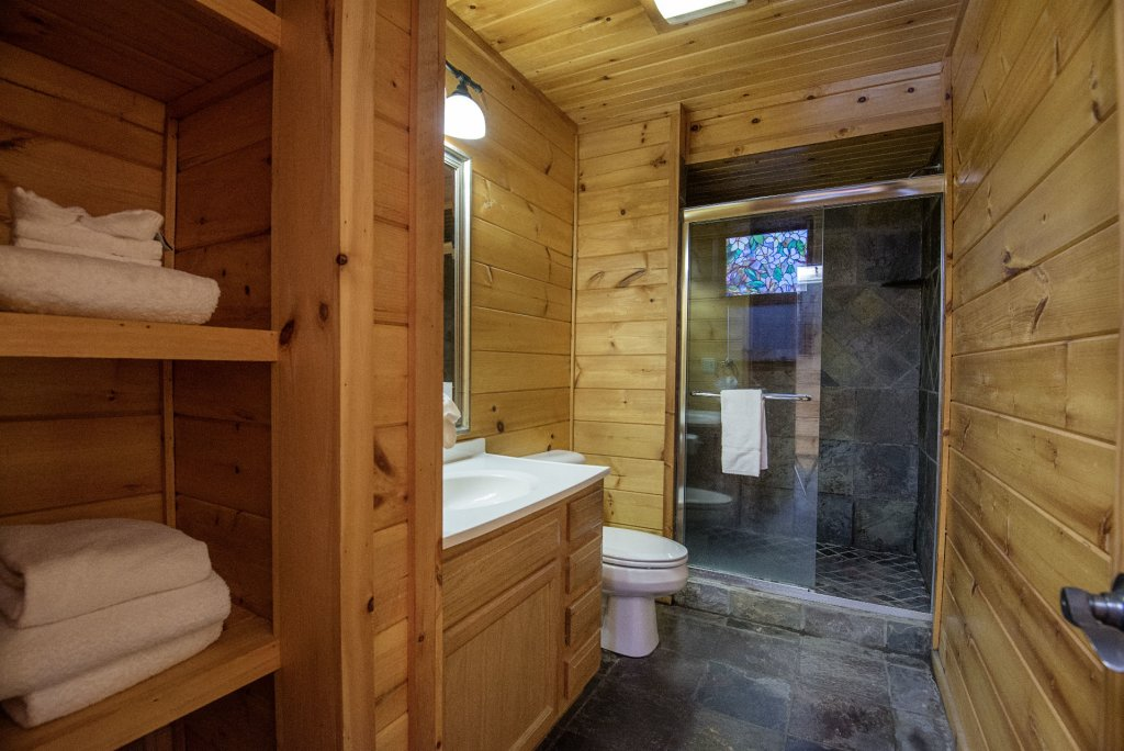 Photo of a Gatlinburg Cabin named Homespun Hospitality - This is the twenty-seventh photo in the set.