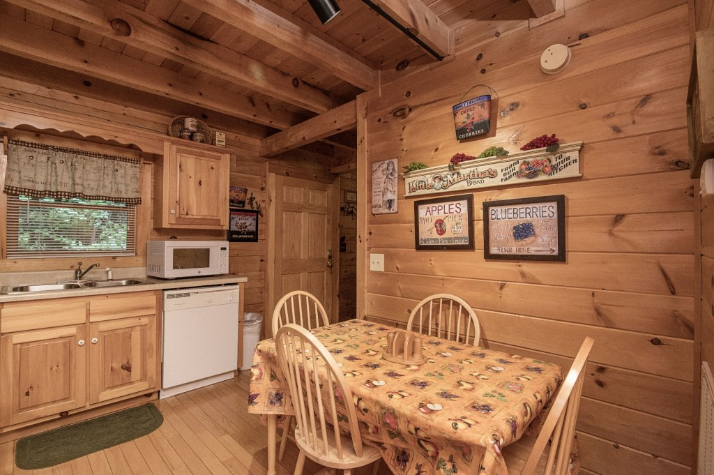 Photo of a Pigeon Forge Cabin named Mystic Mountain - This is the tenth photo in the set.