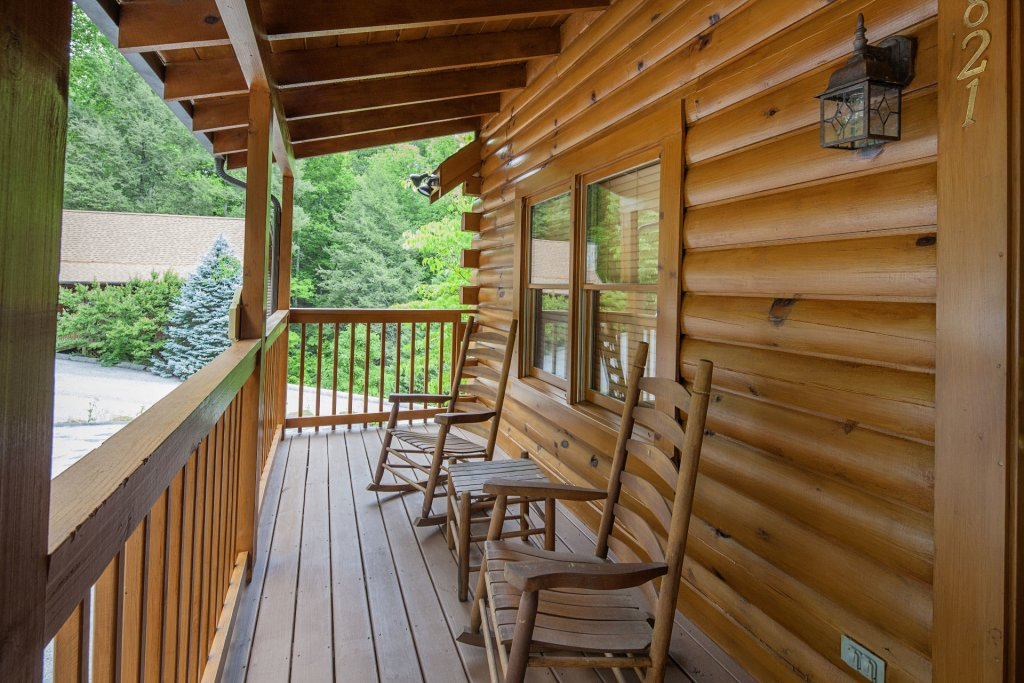 Photo of a Pigeon Forge Cabin named  Smooth Landing - This is the twenty-fourth photo in the set.