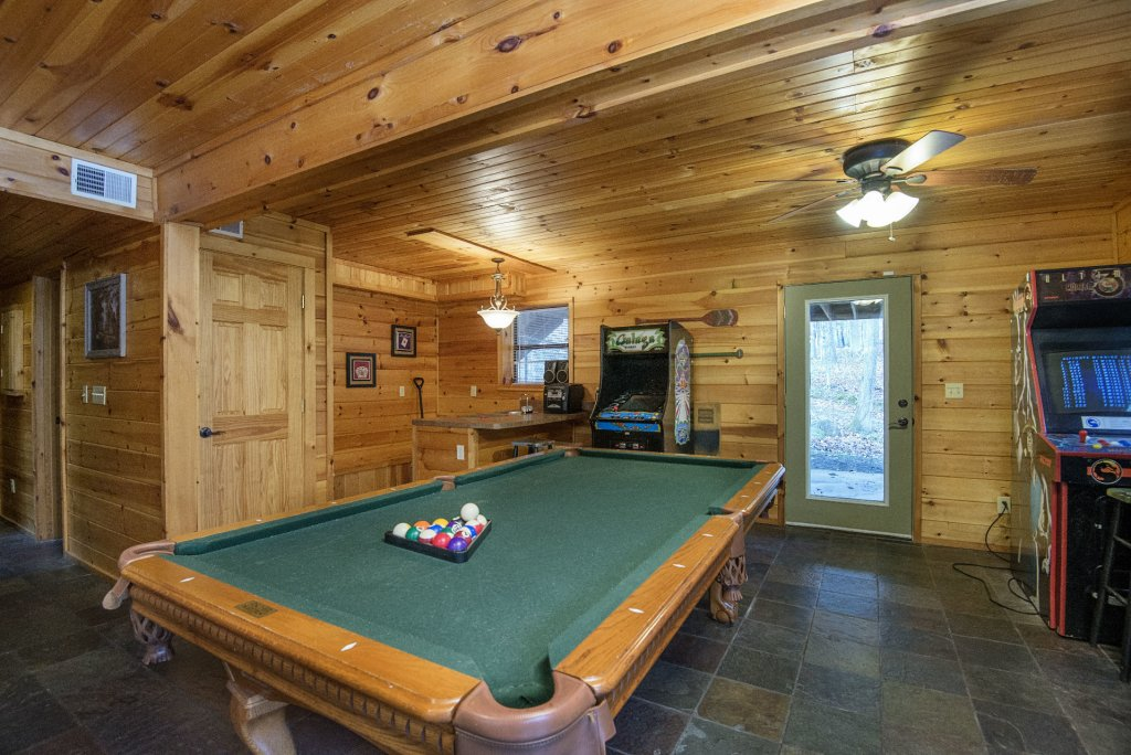 Photo of a Gatlinburg Cabin named Homespun Hospitality - This is the twenty-first photo in the set.
