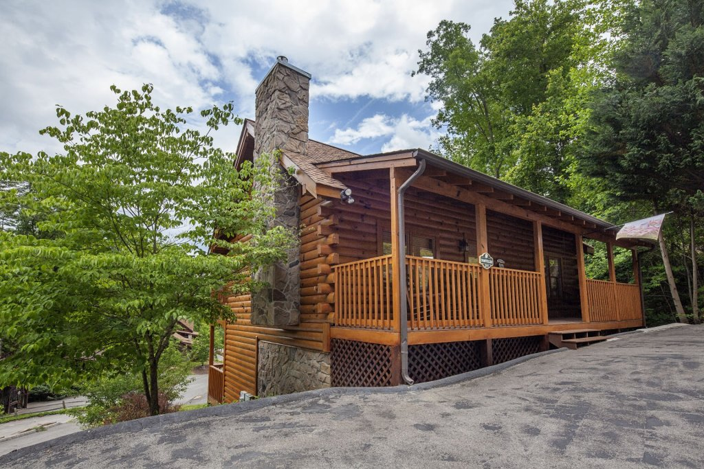 Photo of a Pigeon Forge Cabin named  Smooth Landing - This is the first photo in the set.