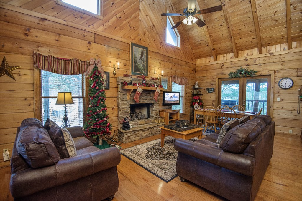 Photo of a Pigeon Forge Cabin named  Heaven's Delight - This is the third photo in the set.