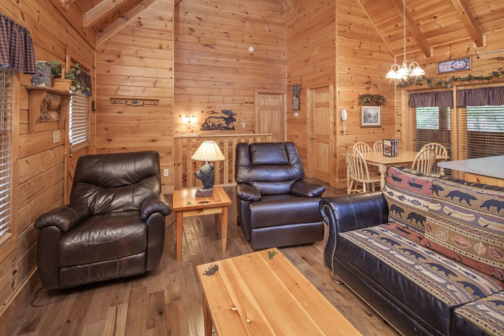 Photo of a Pigeon Forge Cabin named  The Cozy Bear - This is the fourth photo in the set.