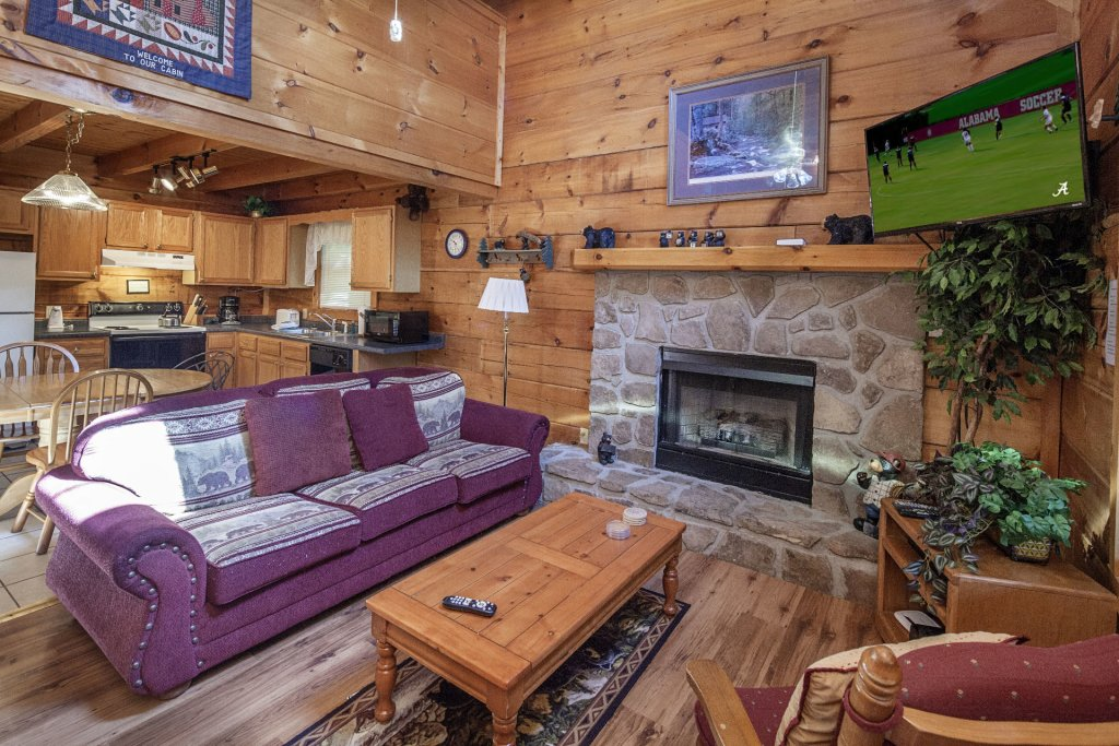 Photo of a Pigeon Forge Cabin named  Bear Naked - This is the third photo in the set.