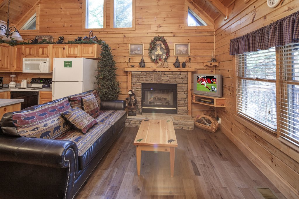 Photo of a Pigeon Forge Cabin named  The Cozy Bear - This is the third photo in the set.