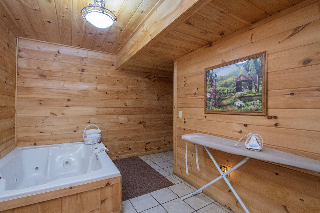 Photo of a Pigeon Forge Cabin named Mystic Mountain - This is the fifteenth photo in the set.