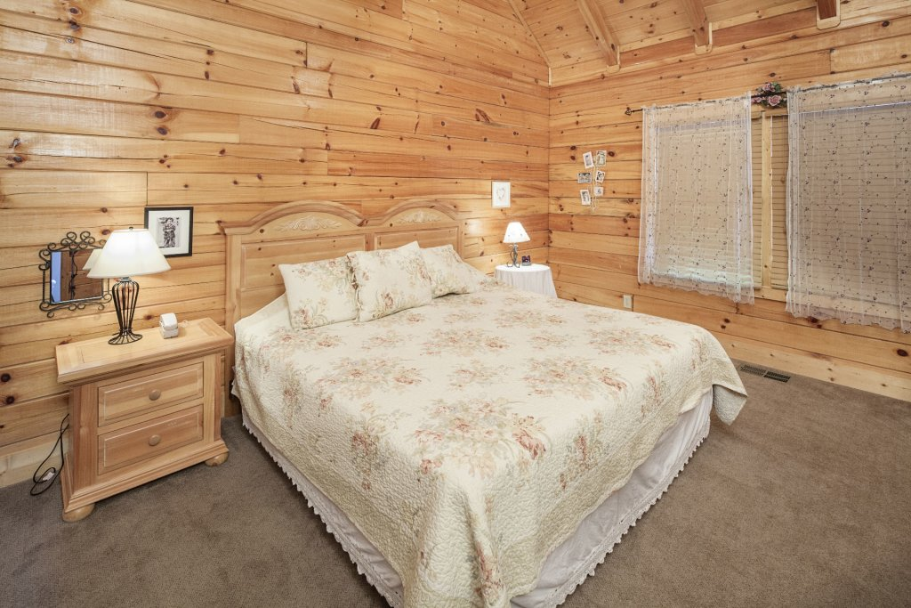 Photo of a Pigeon Forge Cabin named  Smooth Landing - This is the sixteenth photo in the set.