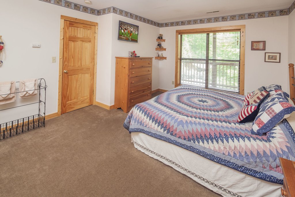 Photo of a Pigeon Forge Cabin named  Smooth Landing - This is the twentieth photo in the set.