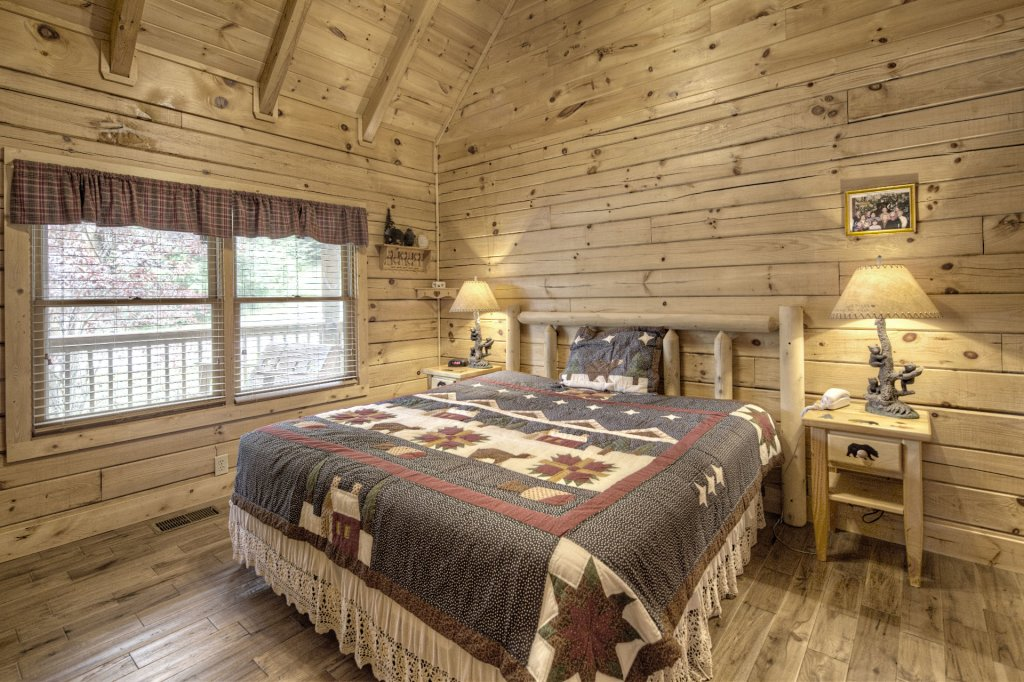 Photo of a Pigeon Forge Cabin named  The Cozy Bear - This is the twelfth photo in the set.
