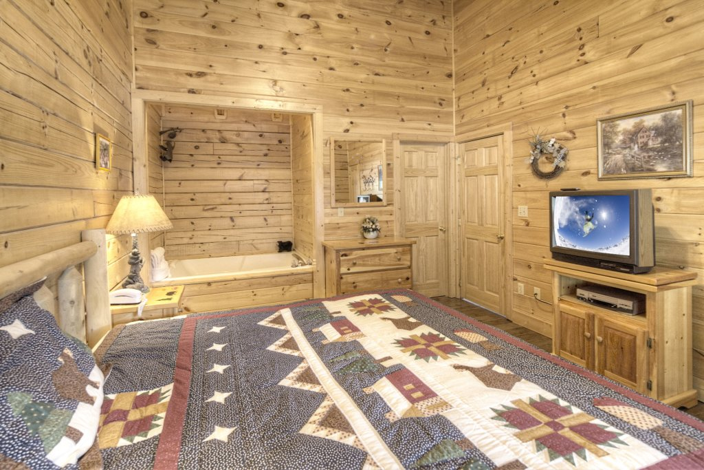 Photo of a Pigeon Forge Cabin named  The Cozy Bear - This is the fourteenth photo in the set.