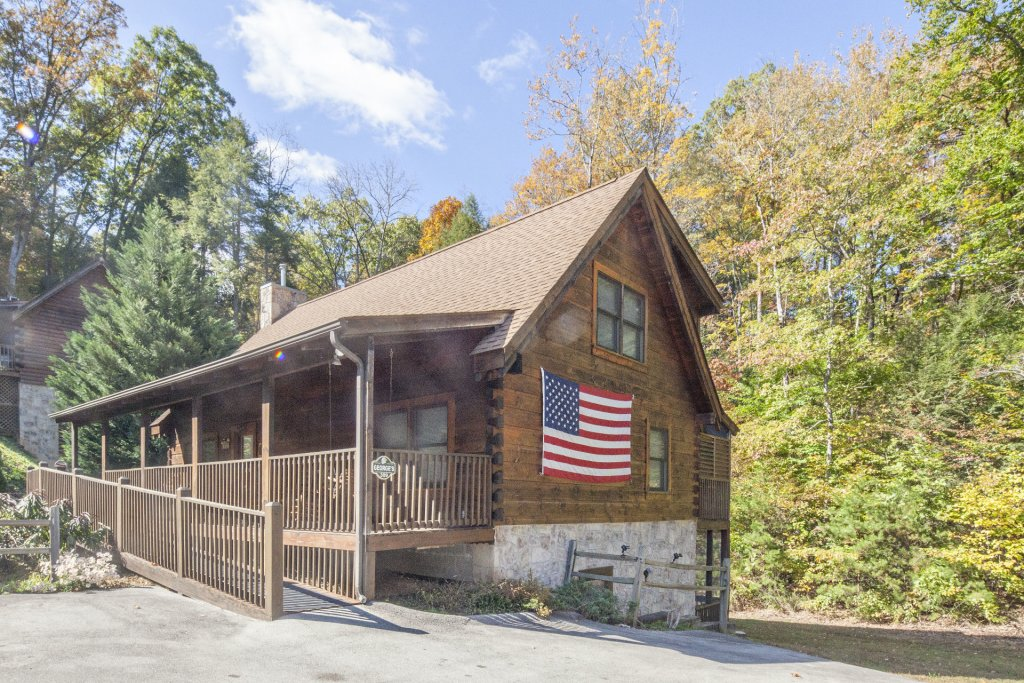 Photo of a Pigeon Forge Cabin named  George's - This is the second photo in the set.