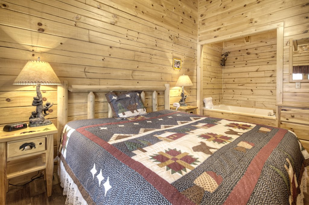 Photo of a Pigeon Forge Cabin named  The Cozy Bear - This is the thirteenth photo in the set.
