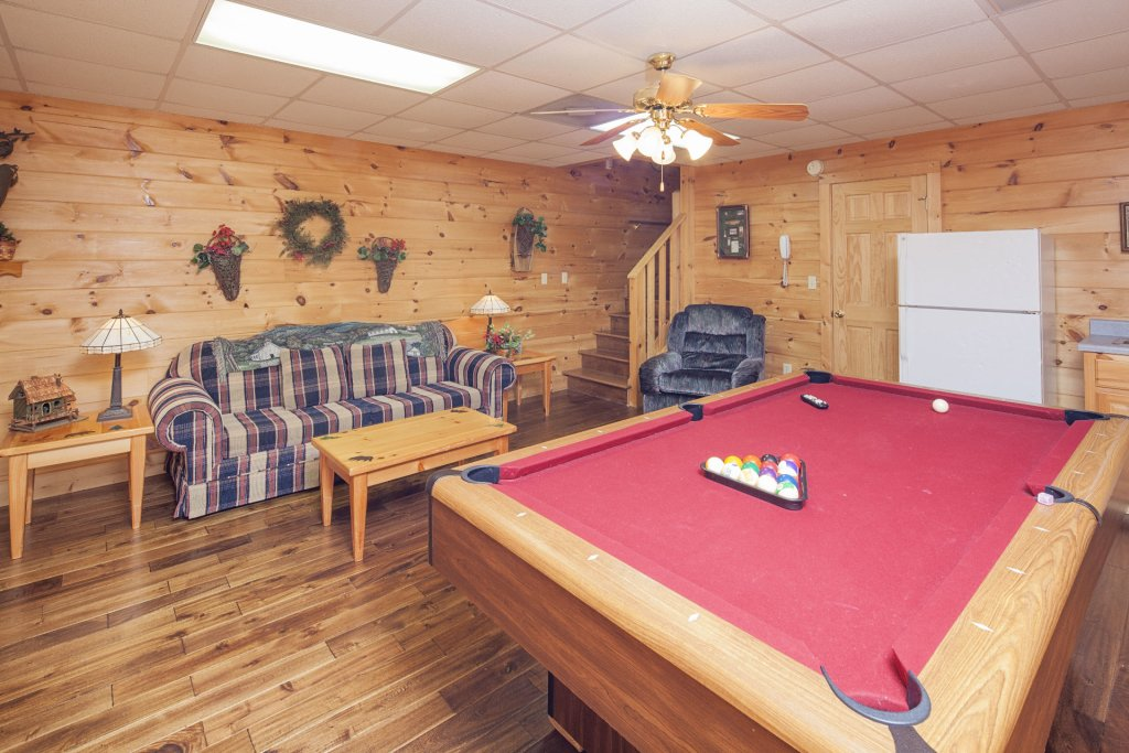 Photo of a Pigeon Forge Cabin named  The Cozy Bear - This is the ninth photo in the set.