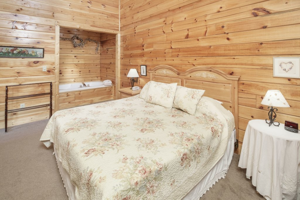 Photo of a Pigeon Forge Cabin named  Smooth Landing - This is the seventeenth photo in the set.