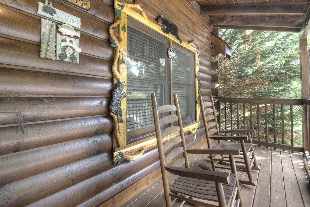 Photo of a Pigeon Forge Cabin named  The Cozy Bear - This is the eighteenth photo in the set.