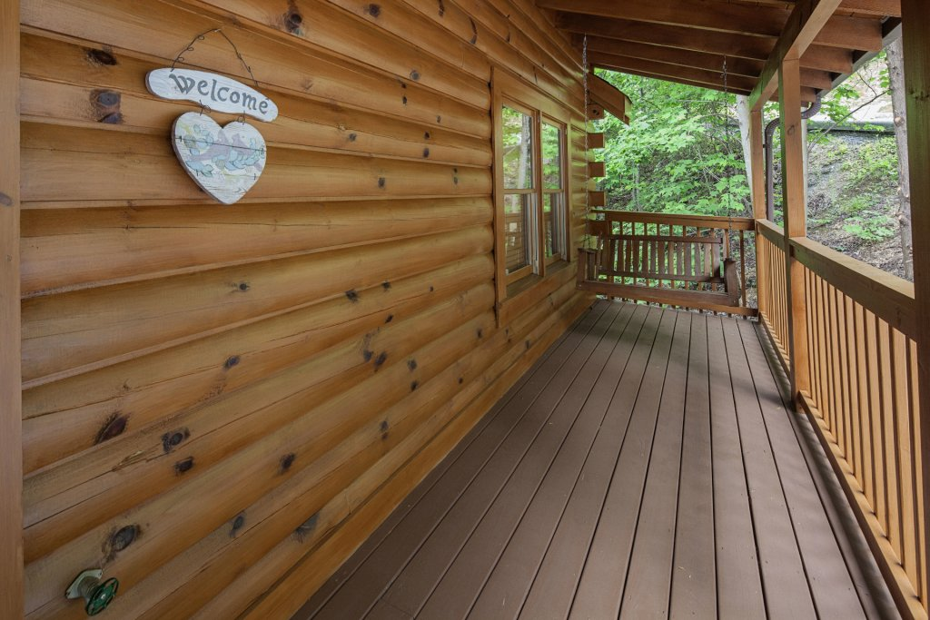 Photo of a Pigeon Forge Cabin named  Smooth Landing - This is the twenty-sixth photo in the set.