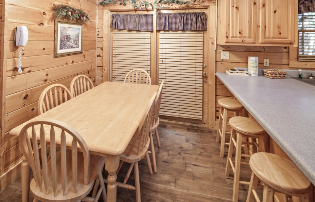 Photo of a Pigeon Forge Cabin named  The Cozy Bear - This is the sixth photo in the set.