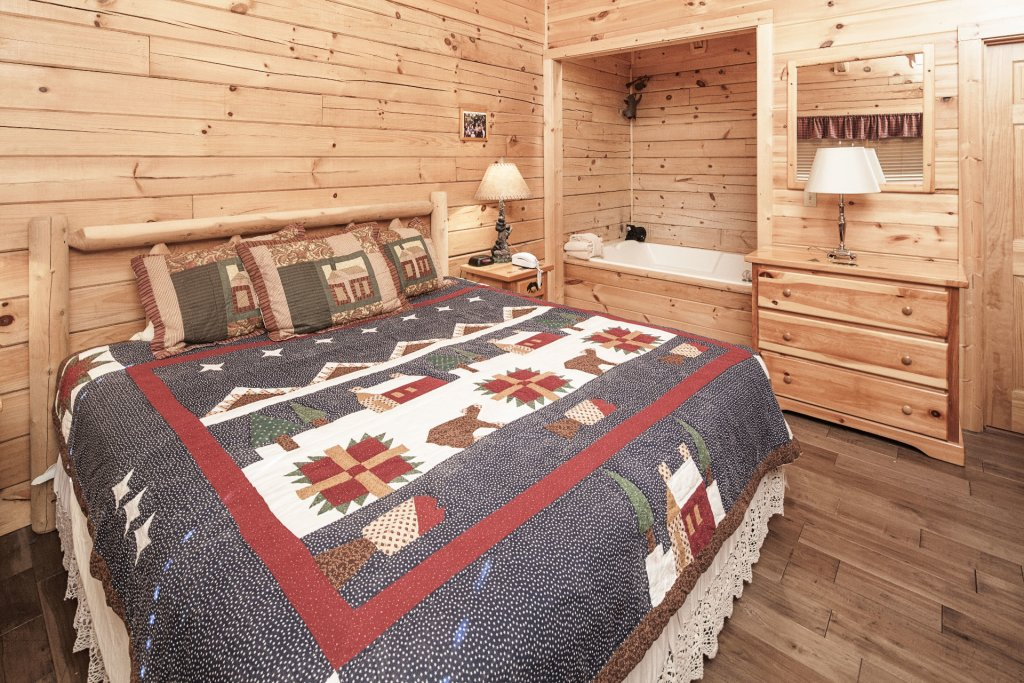 Photo of a Pigeon Forge Cabin named  The Cozy Bear - This is the nineteenth photo in the set.