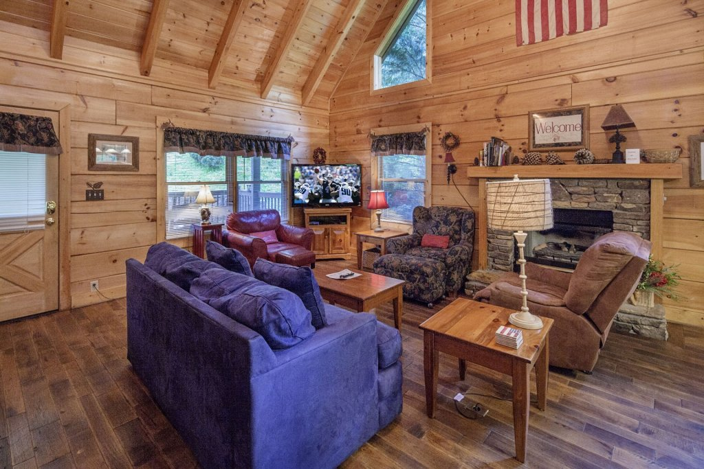 Photo of a Pigeon Forge Cabin named  George's - This is the third photo in the set.