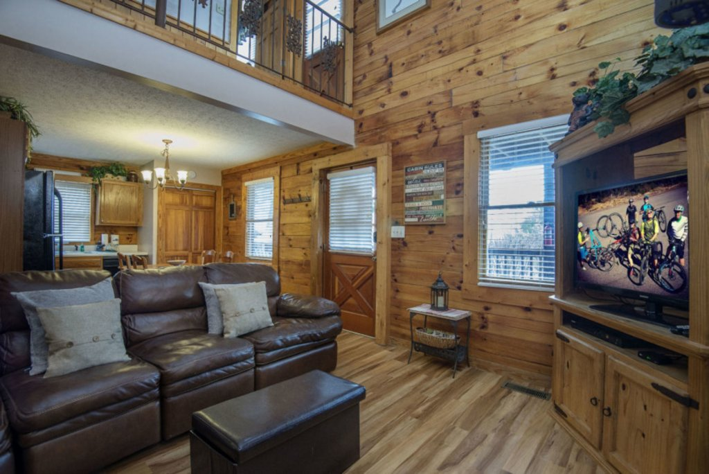 Photo of a Pigeon Forge Cabin named  A Bears Life - This is the eighth photo in the set.