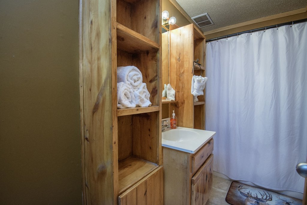 Photo of a Pigeon Forge Cabin named  Knotty Pine - This is the twenty-eighth photo in the set.