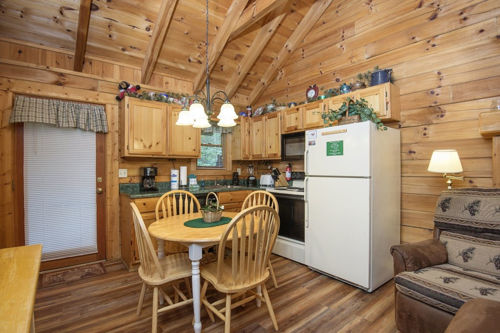 Photo of a Pigeon Forge Cabin named  Eagles Point - This is the sixth photo in the set.