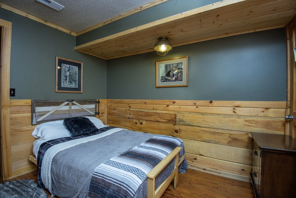 Photo of a Pigeon Forge Cabin named  Knotty Pine - This is the twenty-second photo in the set.