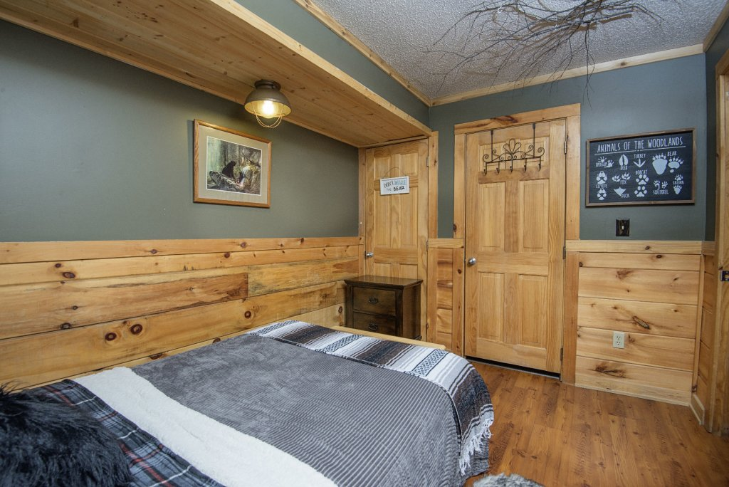 Photo of a Pigeon Forge Cabin named  Knotty Pine - This is the twenty-first photo in the set.