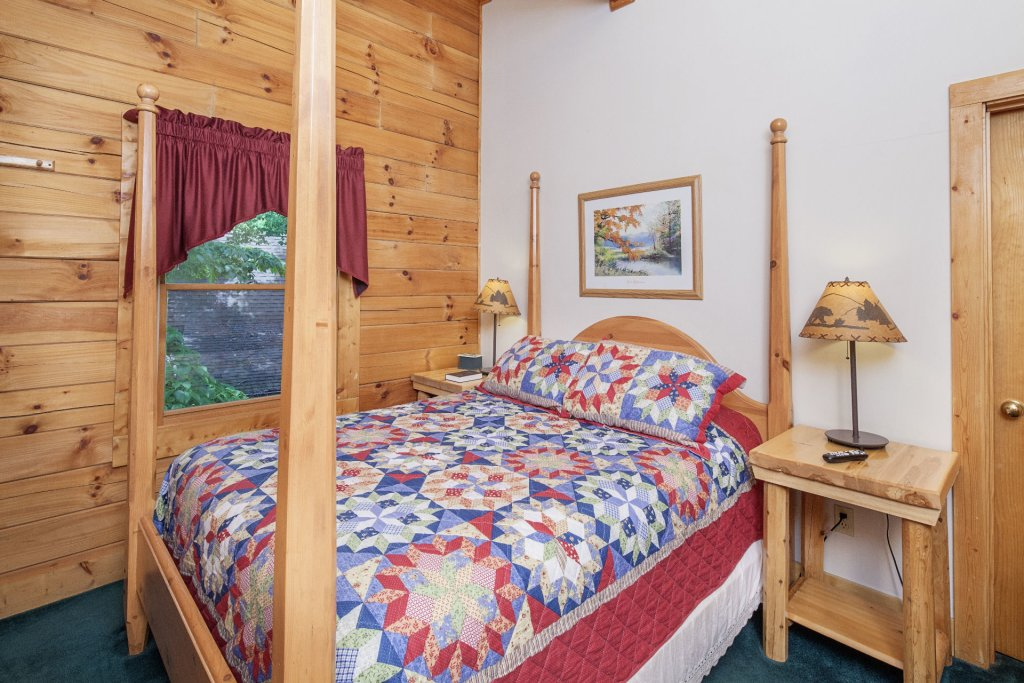 Photo of a Pigeon Forge Cabin named  Eagles Point - This is the ninth photo in the set.