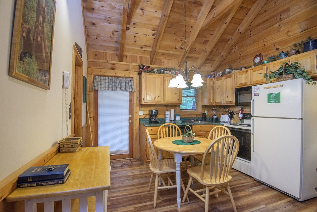 Photo of a Pigeon Forge Cabin named  Eagles Point - This is the fourth photo in the set.