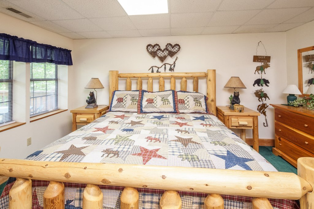 Photo of a Pigeon Forge Cabin named  Eagles Point - This is the fifteenth photo in the set.