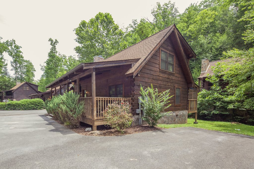 Photo of a Pigeon Forge Cabin named  Smoky Mountain Top - This is the second photo in the set.