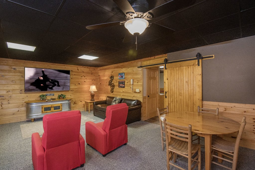 Photo of a Pigeon Forge Cabin named  Heavenly Hideaway - This is the sixteenth photo in the set.
