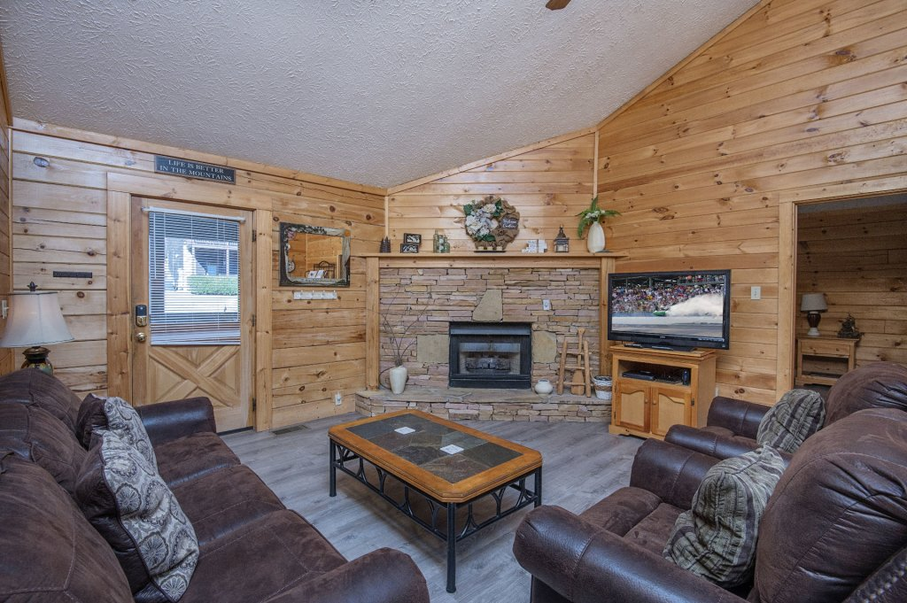 Photo of a Pigeon Forge Cabin named  Dream Catcher - This is the third photo in the set.
