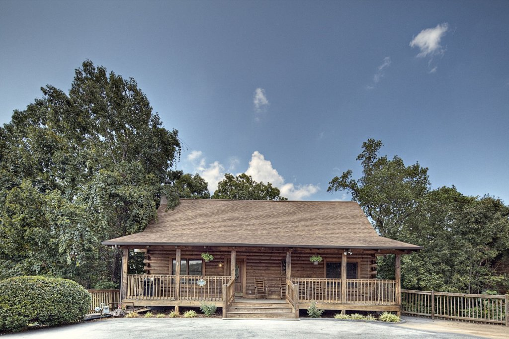 Photo of a Pigeon Forge Cabin named  Heavenly Hideaway - This is the first photo in the set.