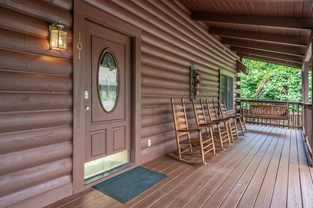 Photo of a Pigeon Forge Cabin named  Heavenly Hideaway - This is the fourteenth photo in the set.
